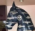 Storsponsorn LONGINES syntes flitigt överallt, och denna häst i fullformat ville jag ta med hem. Tyvärr var det alltid folk hos den så jag fotade bara huvudet.