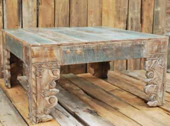 Indiskt soffbord med handsnidade ben