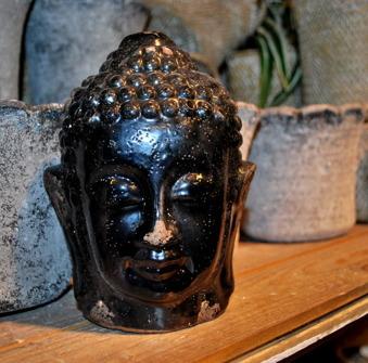 Buddha huvud i terracotta.