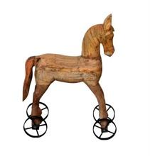 Trähäst på järnhjul