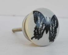 Porslinsknopp med fjäril