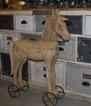 Trähäst på hjul, stor och liten