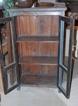 Vintage skåp med glasdörrar