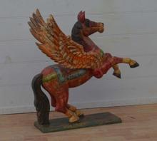 Bevingad häst, handgjord i trä
