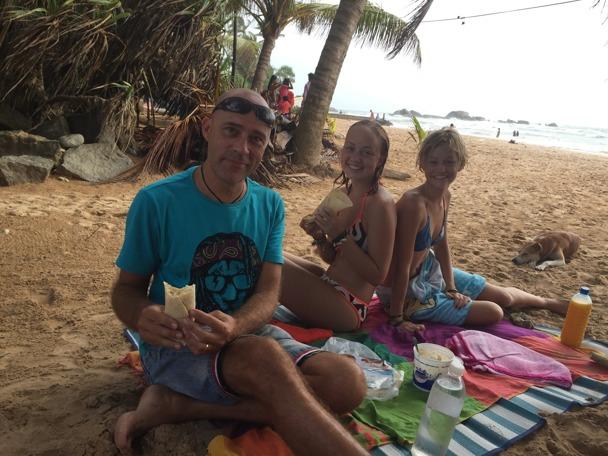 Äter man äggamackor på stranden, ja då blir man lika rak i ryggen som Ubbe;)