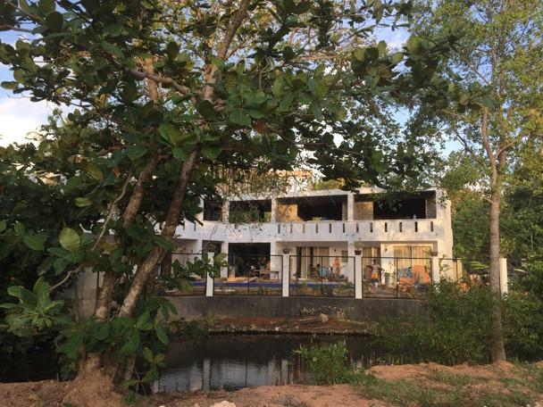 Ganska schysst ändå att ha ett eget hotell på Sri Lanka...och snart är det färdigt!