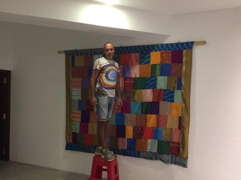 Finfint sängöverkast gör sig fint på den stora väggen!