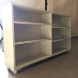 Låg bokhylla, vitmålad