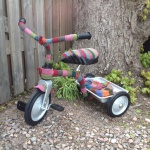 instickad trehjuling.