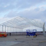 Montage av stålstativ S-hall (Hallbyggarna-Jonsereds AB)