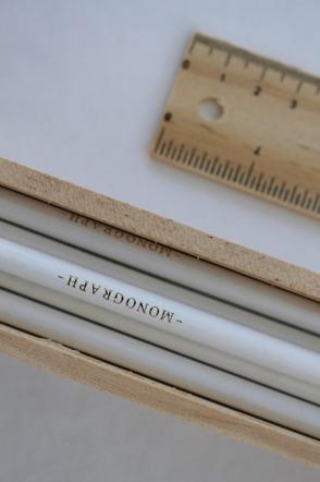 Pennskrin med blyertspennor vit HOUSE DOCTOR