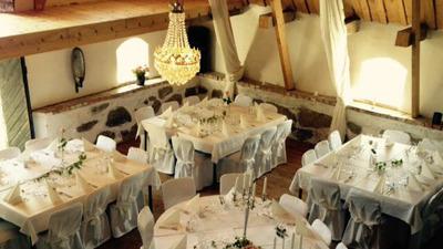 Hyr vår unika bröllopslokal i lantlig vacker miljö på Vallens Säteri utanför Laholm, södra Halland på gränsen till Skåne nära Båstad & Ängelholm