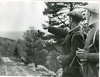 """Norska flyktingar fick hjälp av """"grenseloser"""" för att komma tryggt över till Sverige. Foto: Riksarkivet."""