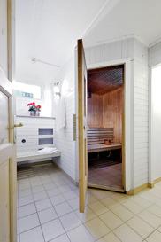 Bastun är fri att använda och bokas lägenhetsvis på plats.