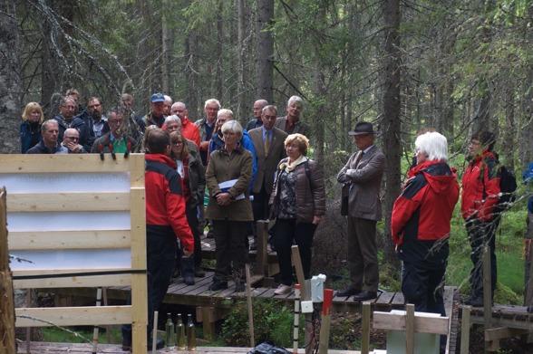 Forskarna Martyn Futter och Hjalmar Laudon berättar om forksningen inom Future Forests mark och vattentema. Foto av Lars Klingström