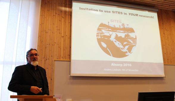 Anders Lindroth presenterar SITES. Foto av Linda-Maria Mårtensson