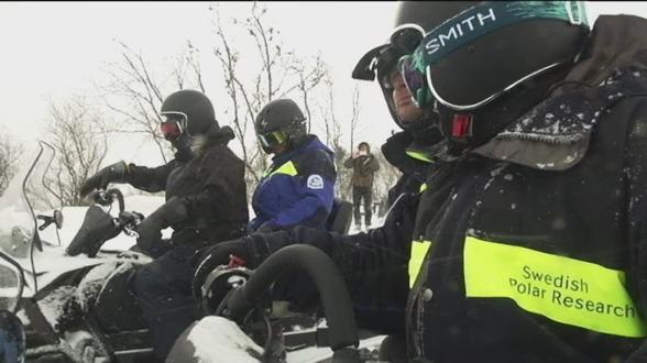 Foto från SVTs inslag om att forskare övar under tuffa förhållanden i Abisko.