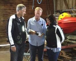 Tack Andrea och Roger Djupsjö från O-ringen som första gäster i Sjöräddningens Båthus då vädret på Bryggan var otjänligt