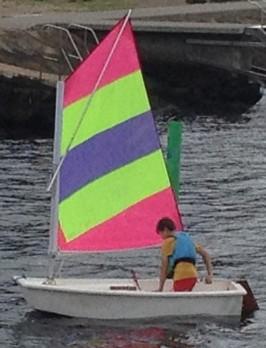 Som första seglare ut ur hamnen kom Hannes runt styrbordsmärket.....