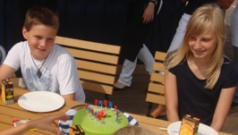 Jonas & Linnea beundrar tårtan