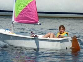 Emily njuter av sin segling
