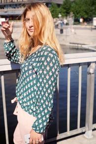 Cashe Design- Flower blouse green - cashe design flower top green xs