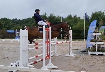 Fredrik Bergendorff visar hur man kan reda ut en lite svår situation och ändå låta hästen få frihet till ett bra språng.