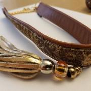 Skinnhalsband brun med dekorhalsband och tofs