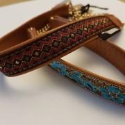 Skinnhalsband ljusbrun med dekorband