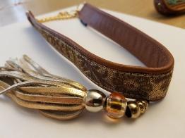 Skinnhalsband brun med dekorhalsband och tofs - 45 cm
