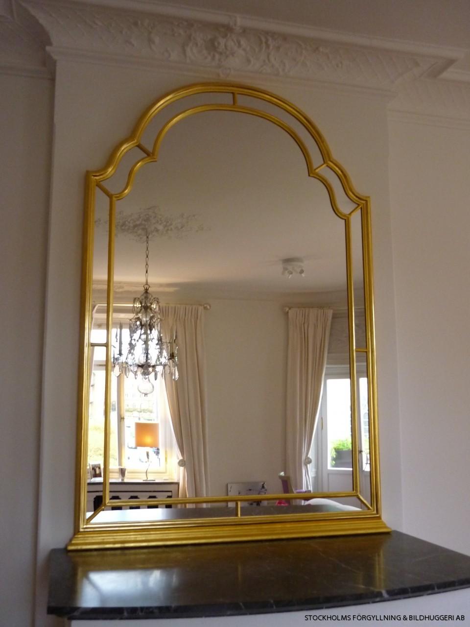 Speglar antika eller nytillverkade i stockholm förgyllare bildhuggare