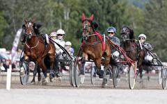 V75-4 Blås Undan med Jan-Olov Åberg - Målgång - Foto: Micke Gustafsson/Foto-Mike