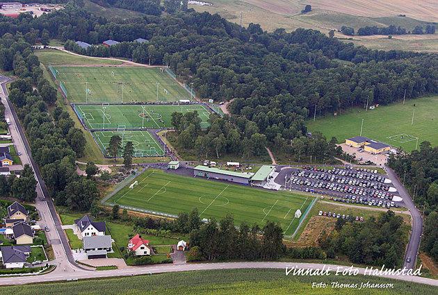Det var den här bilden som jag från början skulle fixa. Slutbilden och invigningen av Skedala fotbollsplanerdär ungefär samma bild tagen för ca 1 månad sen jag hade publicerad i veckans lokaltidning.