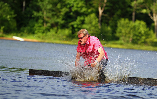 Pappan drog med hojen från bryggan och ut i vattnet...som sakt viss risk att anlita mig.
