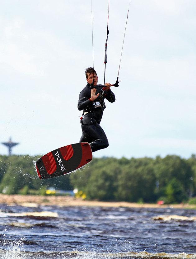 Plåta Kite är ett blött och kallt företag...man får stå ute i vattnet för att få till bilderna