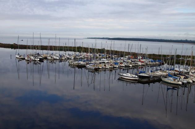 En stilla sommarmorgon i HSS hamn från ca 20 m höjd
