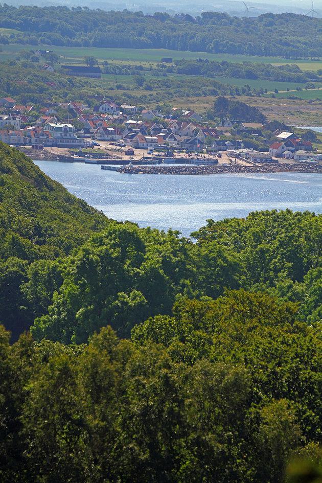 Väl uppe en bit på Kullaberg är utsikten fantastisk..i det här fallet är det Mölle med hamnen i förgrunden