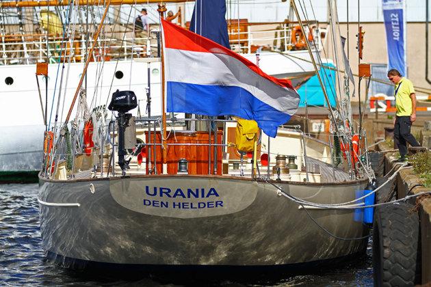 Holländska marinens utbildningsbåt. Den skulle jag tänka mig att mönstra på!!