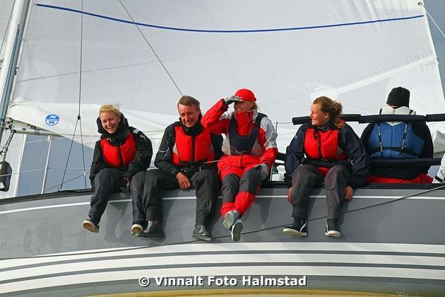 Gruppfoto till sjöss