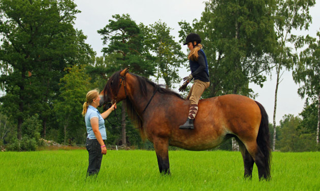 Sen stod hon på hästen och körde..imponerande!!