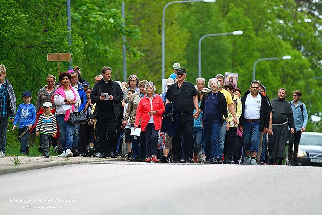 På vägen in mot Oskartröm tog dom upp nästan hela vägen..