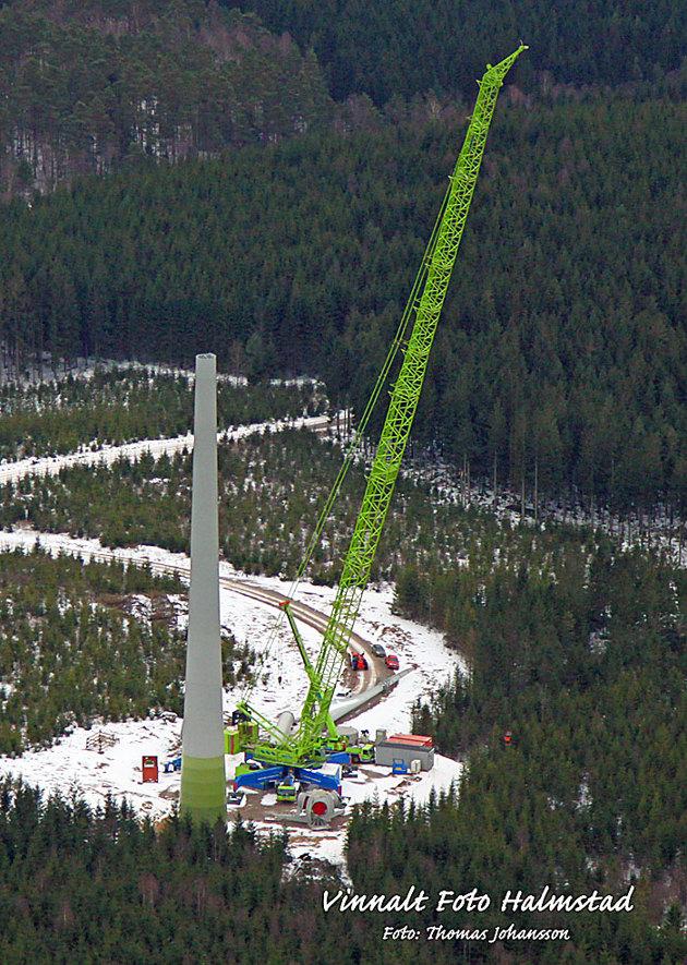 Det byggs nya vindkraftverk i området och byggkranarna är modell större