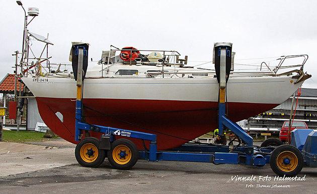 Smidig maskin (när den går) subliften...hämtar båten vid vaggan och sen rätt ner i plurret!