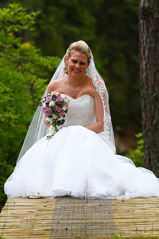 Brudens klänning gick inte av för hackor....när jag såg henne första gången blev det ett waoooo