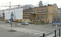 Bilden är tagen från korsningen Esplanaden/ Järnvägsgatan. På andra sidan spåren, just i byggnaden A, i korsningen Bangatan och Esplanaden, ska biblioteket flytta in redan i januari 2013 enl plan. Foto mittsundbyberg.se