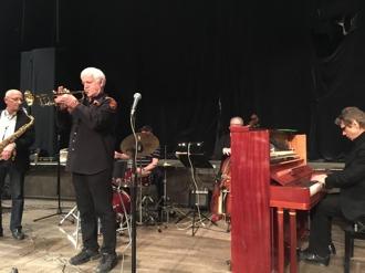 Fr vänster Per Norlén, tenorsax, Jan Allan, trumpet,  Mats Farell vid trummorna, skymd , Jan Bergnér, bas och Robert Malmberg vid pianot.