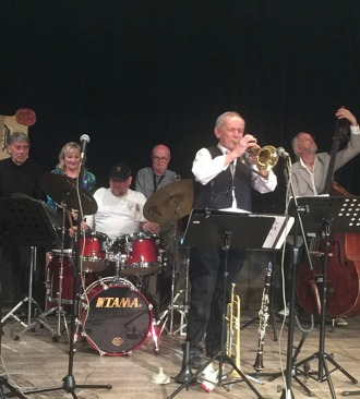 Thomas Driving solospelar trumpet i Body and soul