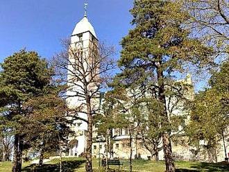 Anders Petter Löfström skänkte kyrkotomten till köpingen. Emma Sophia såg till att Svenska Kyrkan kom hit. Kyrkan stod färdig 1914. Bild mittsundbyberg.se