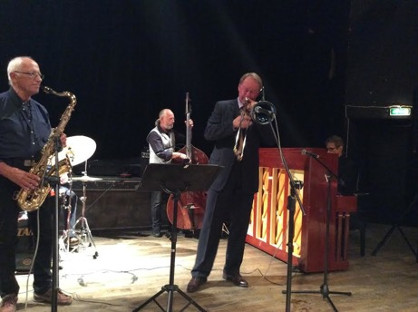 Orkesterdel med Ulf Johansson Werre, trombone, Hasse Larsson, bas, Robert Malmberg, piano, och Per Norlén, tenorsaxofon.