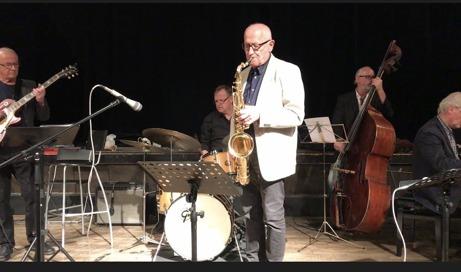 Husbandet denna kväll: fr v Uno Karlén, gitarr, Bo Söderberg, trummor, Per Norlén, tenorsax, Hasse Larsson, bas och Pelle Larsson, vid pianot.